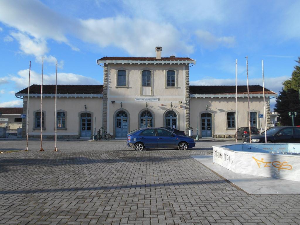 Κτίριο σιδηροδρομικού σταθμού Τρικάλων. (©  Στ. Μαλικούτη).